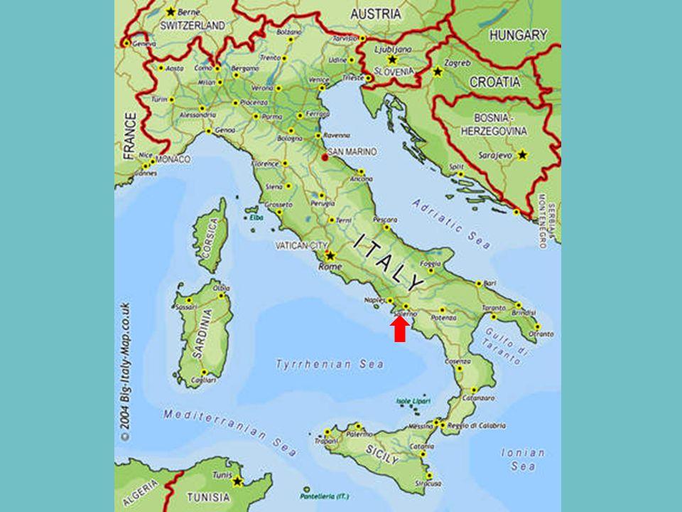 Costa Amalfitana je úsek pobřeží na jihu poloostrova Sorrentine v provincii Salerno v jižní Itálii. Pobřeží Amalfi je oblíbenou turistickou destinací,
