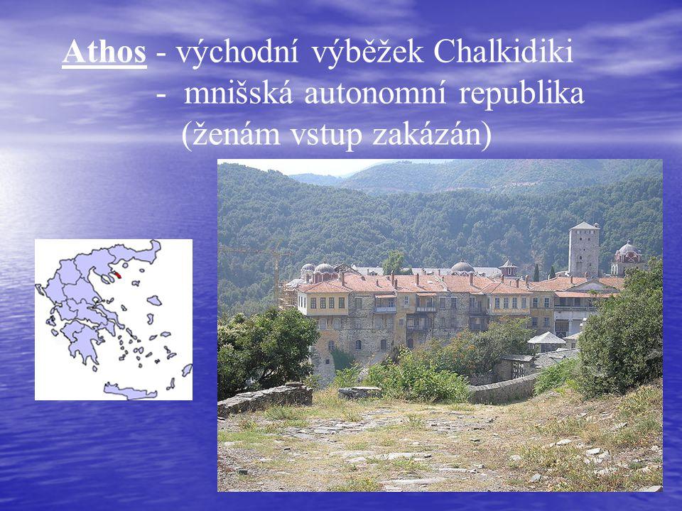 Athos - východní výběžek Chalkidiki - mnišská autonomní republika (ženám vstup zakázán)