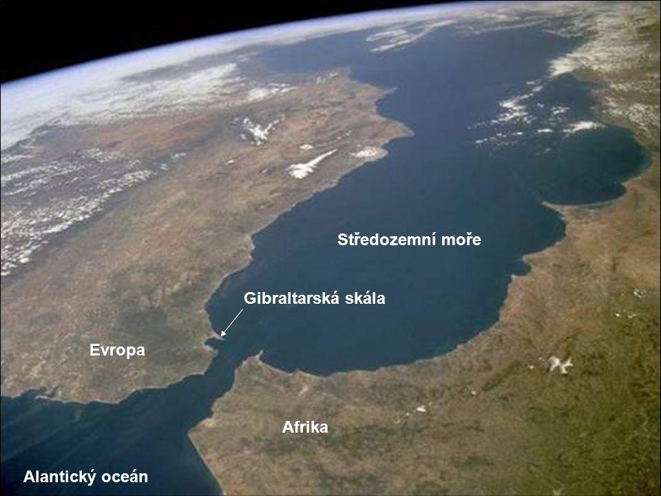 Gibraltar je britské území na nejjižnějším výběžku Iberského poloostrova. Průliv je deset mil široký a třicet mil dlouhý (18 km x 55 km). Úžina je poj