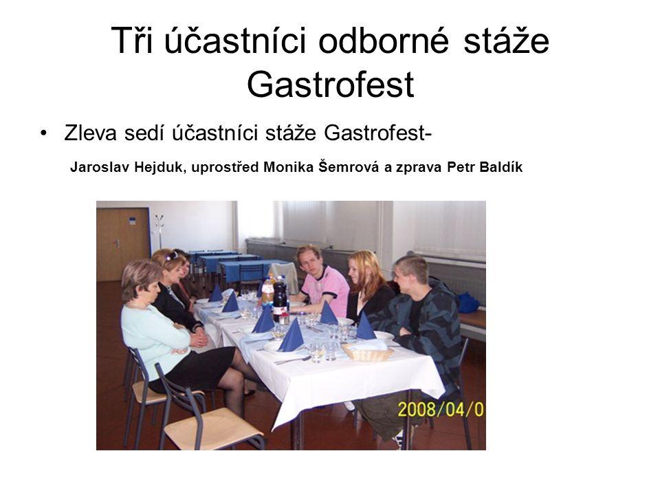 Tři účastníci odborné stáže Gastrofest Zleva sedí účastníci stáže Gastrofest- Jaroslav Hejduk, uprostřed Monika Šemrová a zprava Petr Baldík