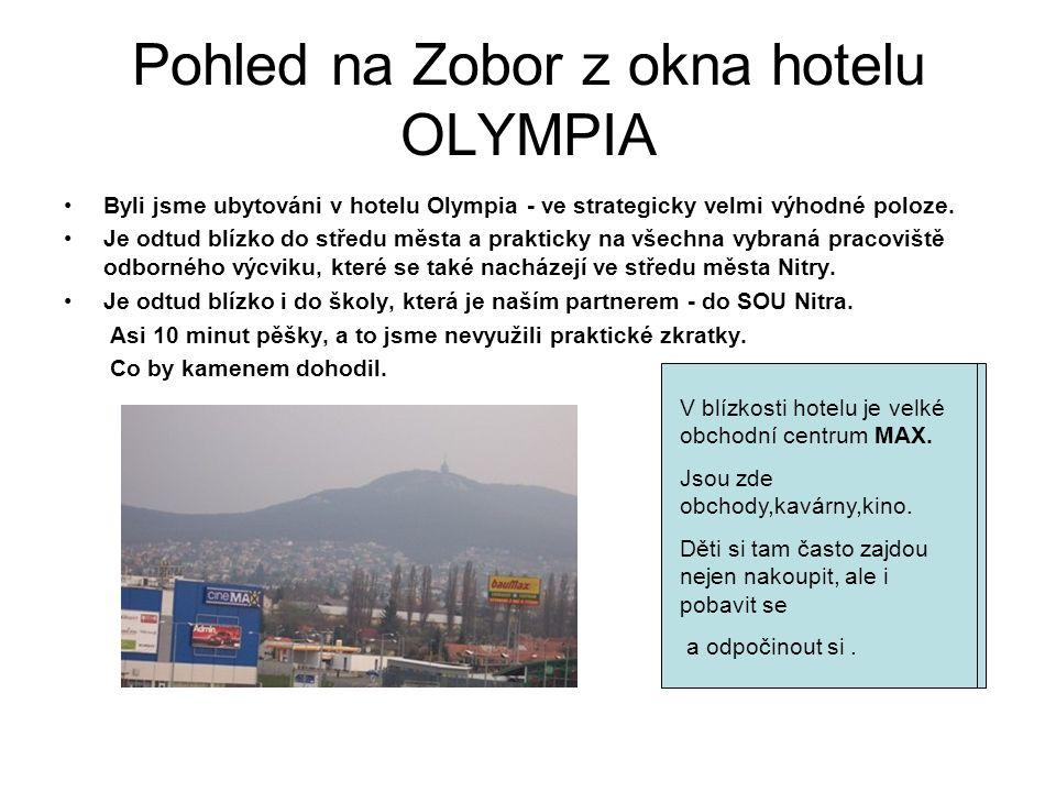 Pohled na Zobor z okna hotelu OLYMPIA Byli jsme ubytováni v hotelu Olympia - ve strategicky velmi výhodné poloze.