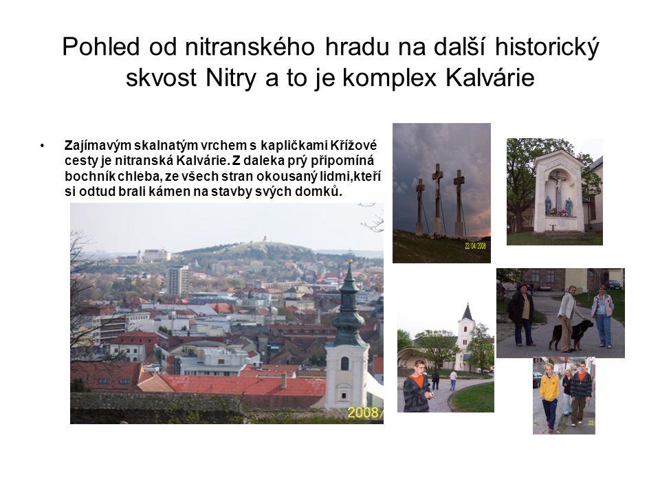 Pohled od nitranského hradu na další historický skvost Nitry a to je komplex Kalvárie Zajímavým skalnatým vrchem s kapličkami Křížové cesty je nitranská Kalvárie.