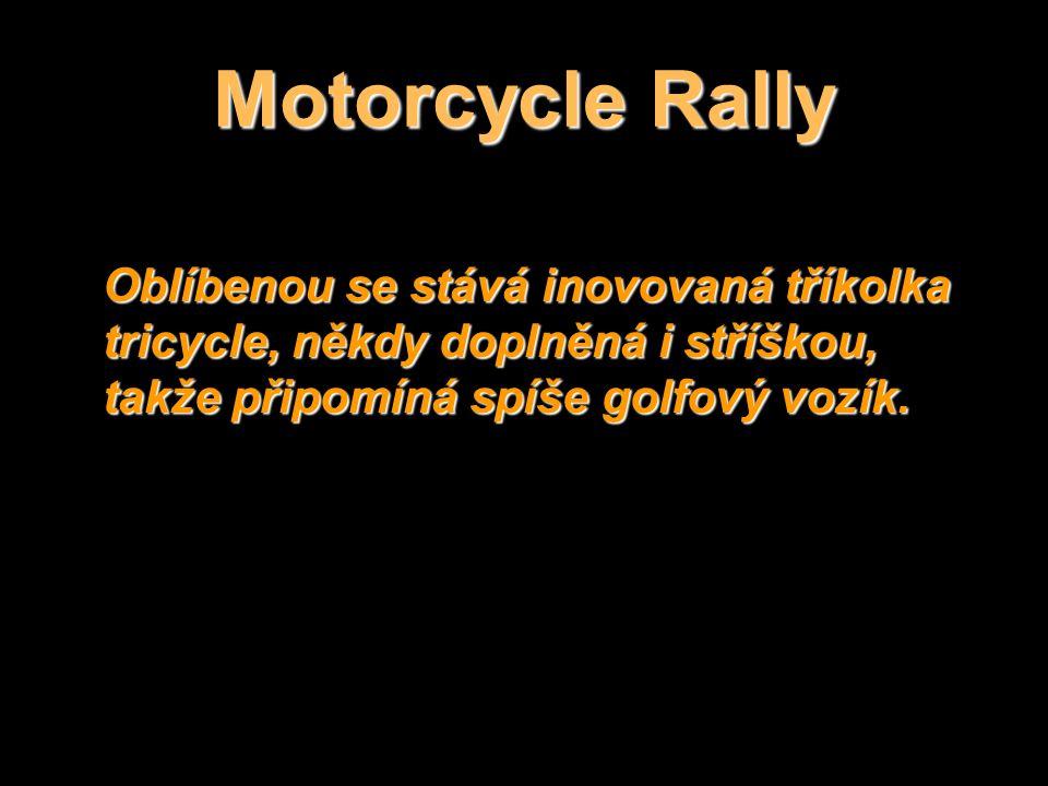 Sturgisské motorky poznáte podle červeného pruhu.