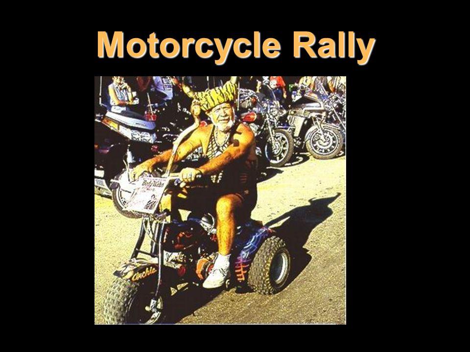 Motorcycle Rally Oblíbenou se stává inovovaná tříkolka tricycle, někdy doplněná i stříškou, takže připomíná spíše golfový vozík.