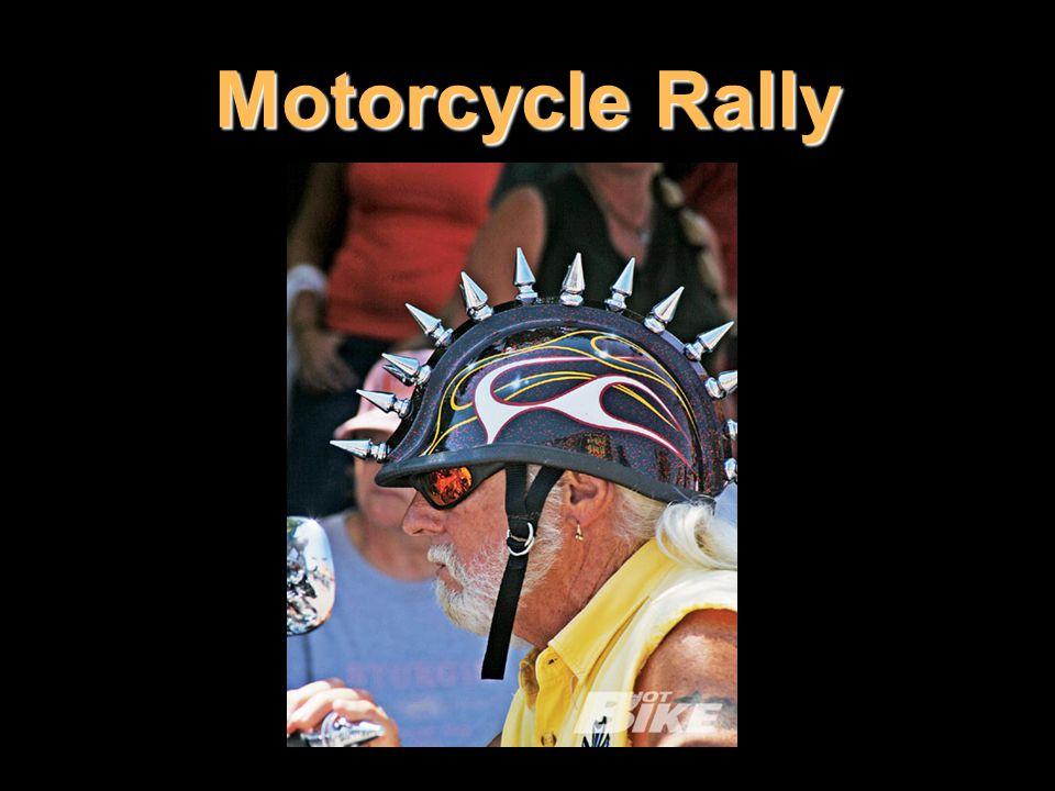 Láska k větru ve vlasech a posezení nad řvoucím motorem přivádí do Sturgisu motorkáře bez ohledu na věk nebo pohlaví.