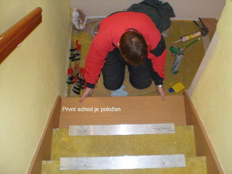První schod je položen