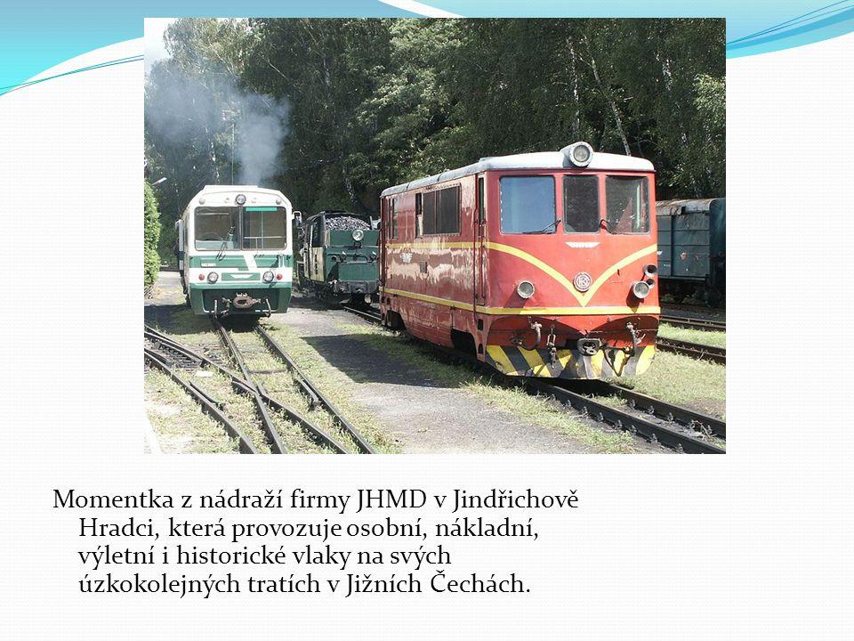 Momentka z nádraží firmy JHMD v Jindřichově Hradci, která provozuje osobní, nákladní, výletní i historické vlaky na svých úzkokolejných tratích v Jižn