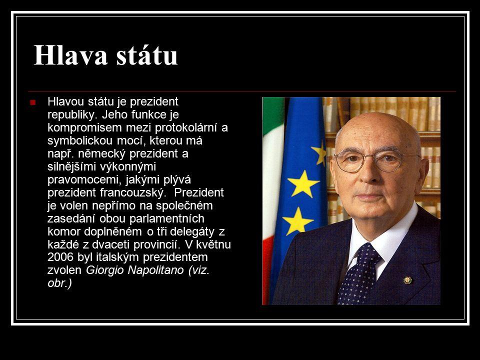 Hlava státu Hlavou státu je prezident republiky. Jeho funkce je kompromisem mezi protokolární a symbolickou mocí, kterou má např. německý prezident a