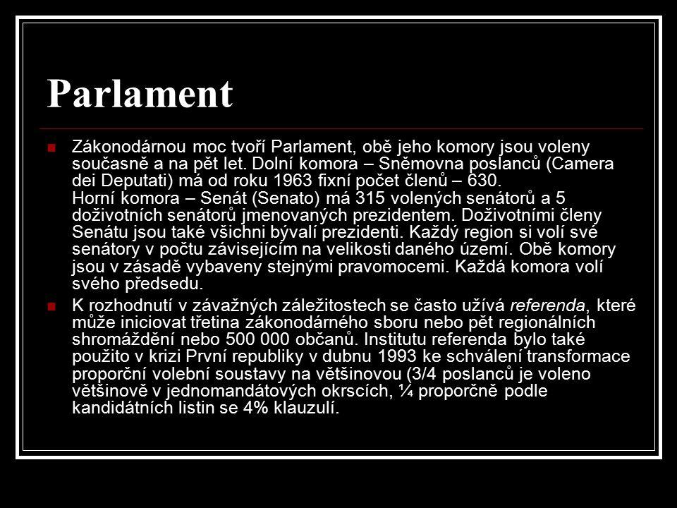 Parlament Zákonodárnou moc tvoří Parlament, obě jeho komory jsou voleny současně a na pět let. Dolní komora – Sněmovna poslanců (Camera dei Deputati)