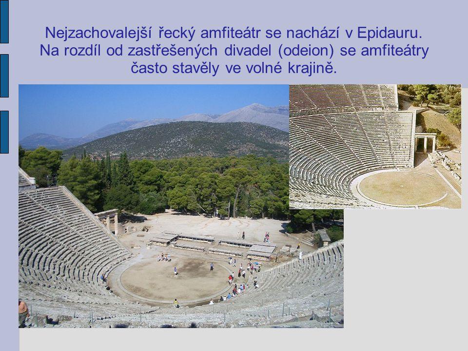 Nejzachovalejší řecký amfiteátr se nachází v Epidauru. Na rozdíl od zastřešených divadel (odeion) se amfiteátry často stavěly ve volné krajině.