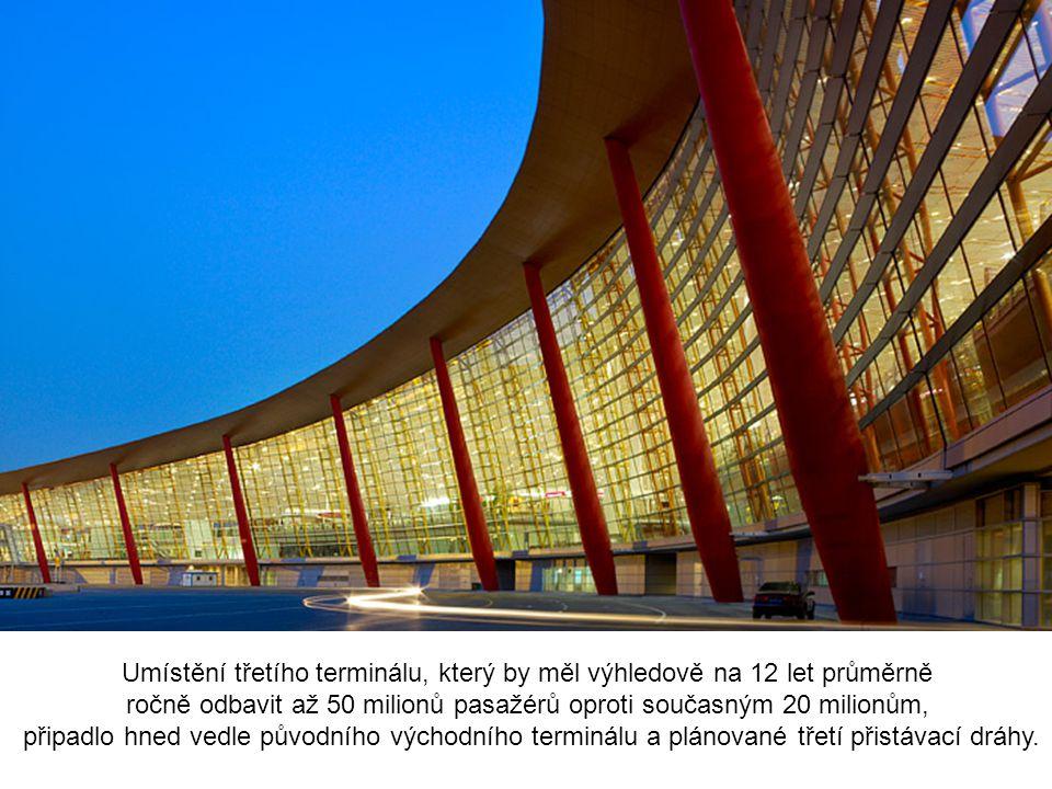 Umístění třetího terminálu, který by měl výhledově na 12 let průměrně ročně odbavit až 50 milionů pasažérů oproti současným 20 milionům, připadlo hned vedle původního východního terminálu a plánované třetí přistávací dráhy.