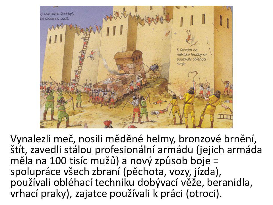 Vynalezli meč, nosili měděné helmy, bronzové brnění, štít, zavedli stálou profesionální armádu (jejich armáda měla na 100 tisíc mužů) a nový způsob bo
