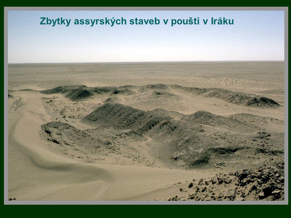 Zbytky assyrských staveb v poušti v Iráku