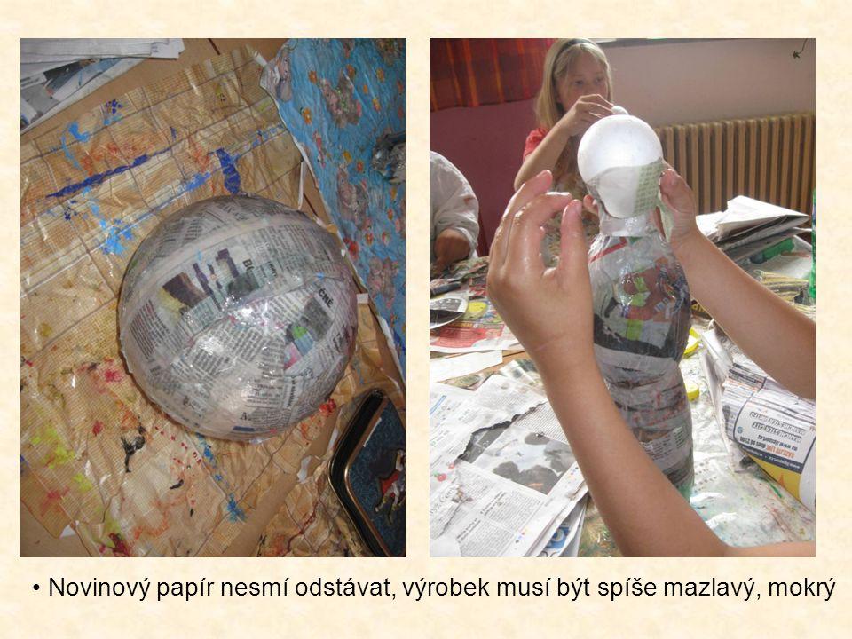 Novinový papír nesmí odstávat, výrobek musí být spíše mazlavý, mokrý