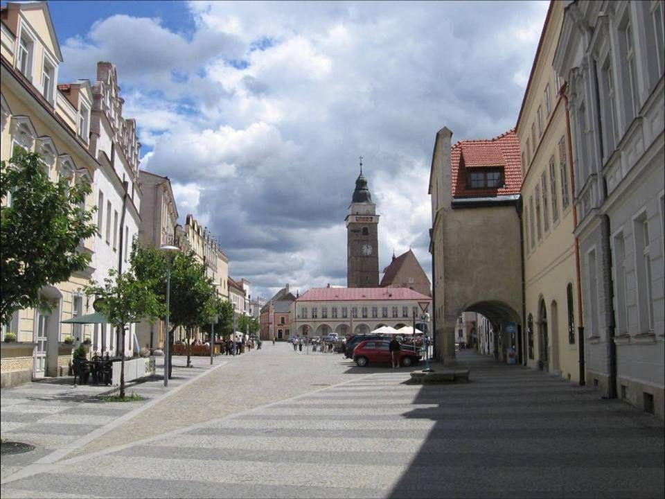 Městská věž Věž kostela Nanebevzetí Panny Marie Pod ochozem se nachází zvonice z roku 1750 nesoucí 7 zvonů.