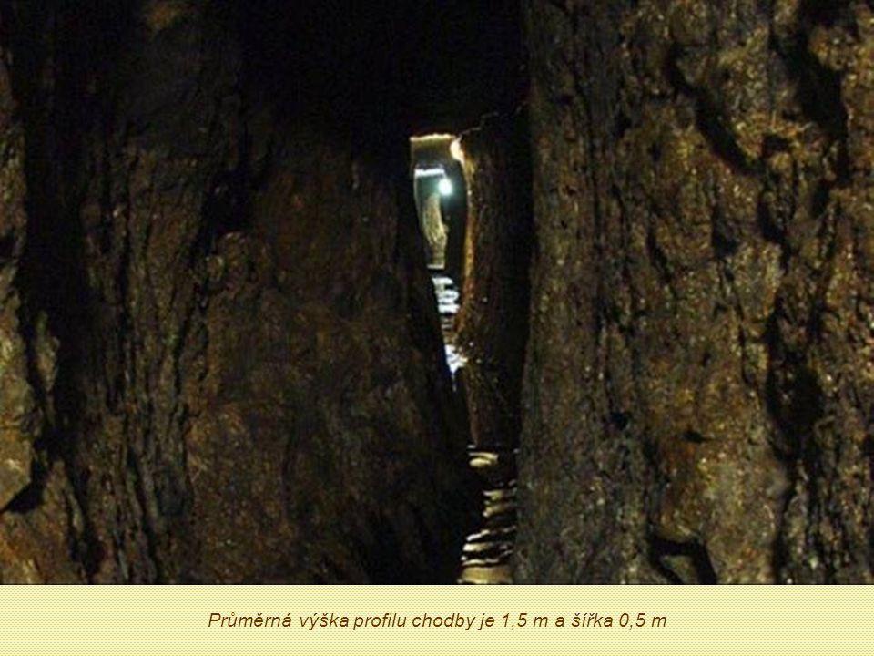 Slavonické podzemí Úchvatný ráz chodbám dává fakt, že jsou vytesány ručně kladivem a želízkem.