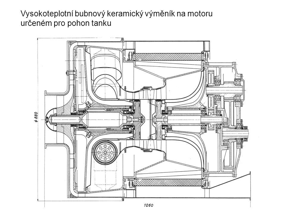 Vysokoteplotní bubnový keramický výměník na motoru určeném pro pohon tanku