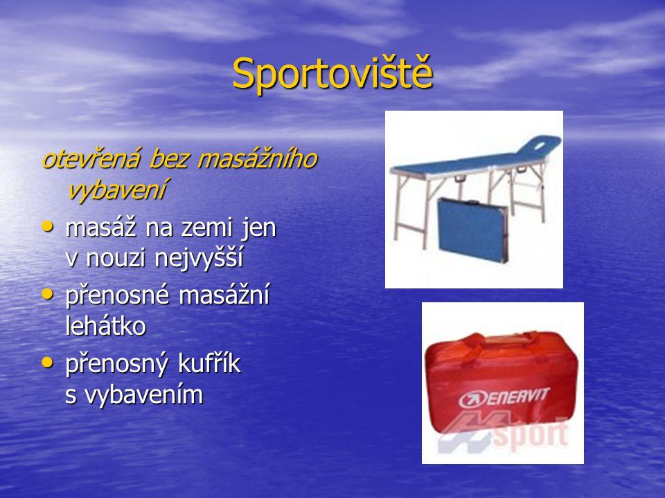 Sportoviště otevřená bez masážního vybavení masáž na zemi jen v nouzi nejvyšší masáž na zemi jen v nouzi nejvyšší přenosné masážní lehátko přenosné masážní lehátko přenosný kufřík s vybavením přenosný kufřík s vybavením