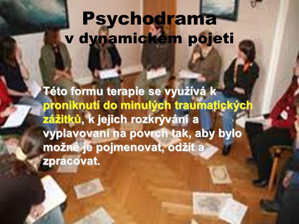 Psychodrama v dynamickém pojeti Této formu terapie se využívá k proniknutí do minulých traumatických zážitků, k jejich rozkrývání a vyplavovaní na pov