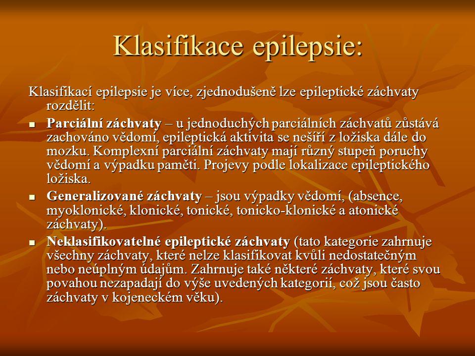 Klasifikace epilepsie: Klasifikací epilepsie je více, zjednodušeně lze epileptické záchvaty rozdělit: Parciální záchvaty – u jednoduchých parciálních