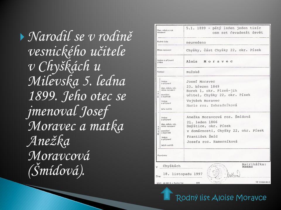  Narodil se v rodině vesnického učitele v Chyškách u Milevska 5. ledna 1899. Jeho otec se jmenoval Josef Moravec a matka Anežka Moravcová (Šmídová).