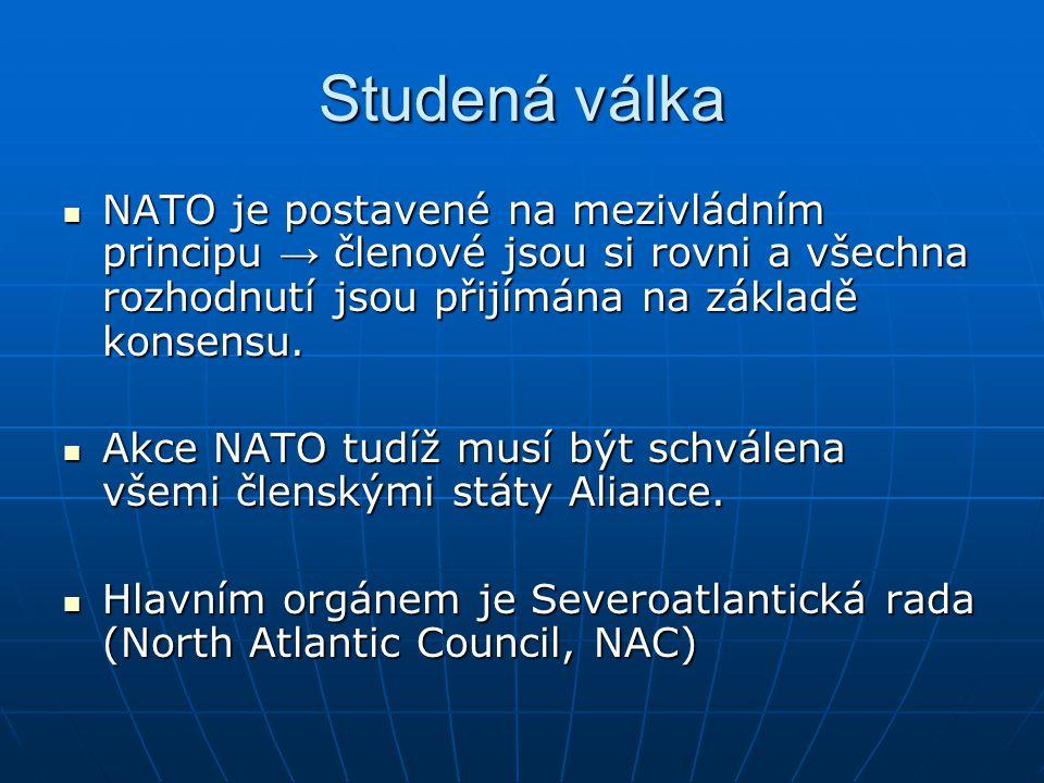 Studená válka NATO je postavené na mezivládním principu → členové jsou si rovni a všechna rozhodnutí jsou přijímána na základě konsensu. NATO je posta