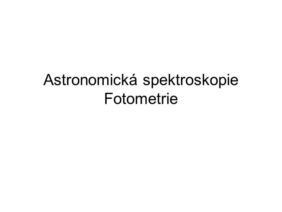 Úvodní poznámky  spektroskopická měření umožňují určovat chemické složení hvězd a galaxií,  pomocí Dopplerova jevu a Hubbleova zákona se určuje vzdálenost,  podle charakteru spektra se hvězdy dělí do skupin,  typizované fotometrické filtry a systémy