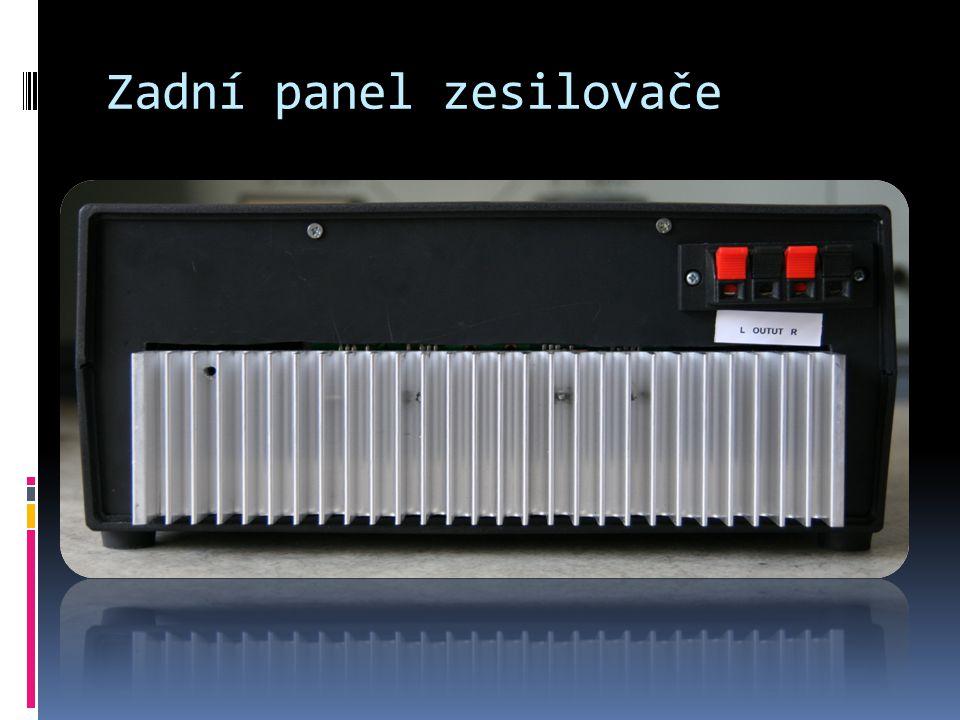 Zadní panel zesilovače