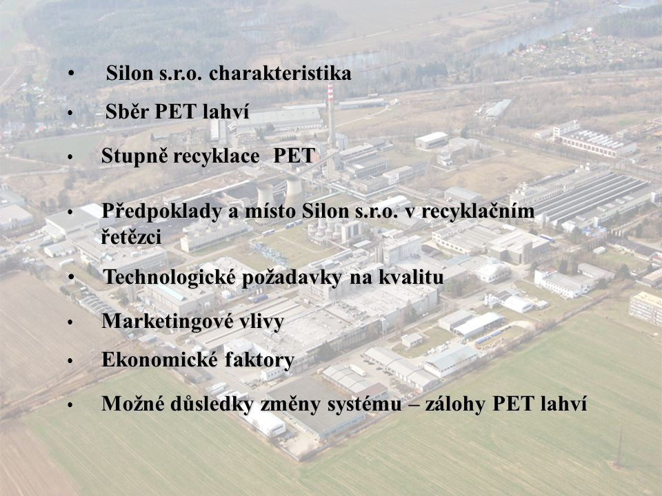 Marketingové vlivy recyklace PET – silný vliv asijských zemí, zejména Číny recyklace PET – silný vliv asijských zemí, zejména Číny export PET lahví – rizika – orientace Číny,státem řízená hospodářská politika, kursová rizika, vysoké transportní náklady export PET lahví – rizika – orientace Číny,státem řízená hospodářská politika, kursová rizika, vysoké transportní náklady konkurence asijských výrobců též v PET střiži konkurence asijských výrobců též v PET střiži konkuenceschopnost-vývoj technicky náročného výrobku– certifikace, reakce na požadavky změn, zdravotní nezávadnost konkuenceschopnost-vývoj technicky náročného výrobku– certifikace, reakce na požadavky změn, zdravotní nezávadnost uplatnění recyklovaných surovin ve výrobcích pro automobilový uplatnění recyklovaných surovin ve výrobcích pro automobilový průmysl a hygienu průmysl a hygienu vhodná struktura trhu – možnost zpracování barevných PET lahví vhodná struktura trhu – možnost zpracování barevných PET lahví