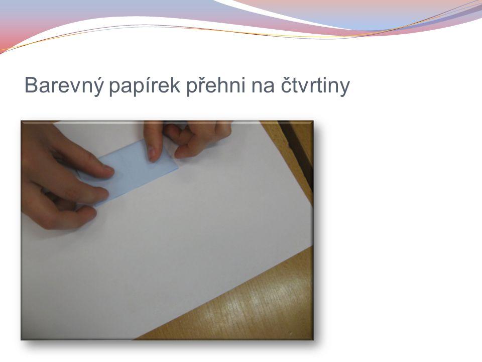 Barevný papírek přehni na čtvrtiny