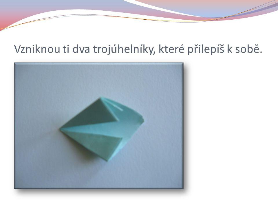 Vzniknou ti dva trojúhelníky, které přilepíš k sobě.
