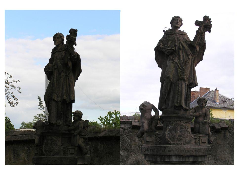 Empírová socha Jana Nepomuckého z roku 1812 stála patrně dříve u některého mostu a ke kostelu byla přemístěna později.