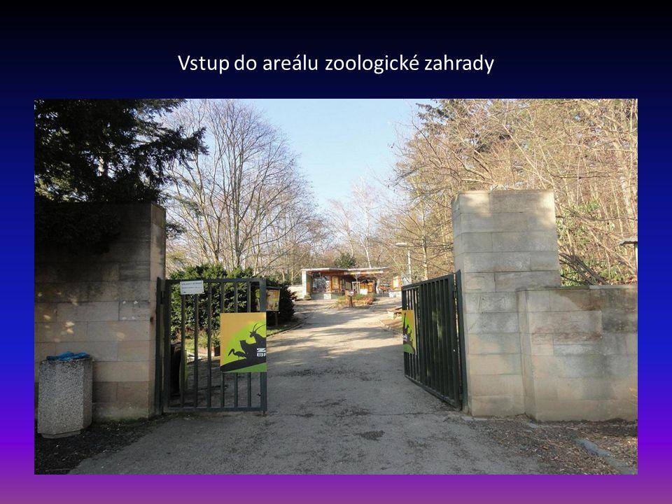 V popředí řeka Svratka, dále část domů Městské části Bystrc a v pozadí kopec Mniší Hora, kde je areál ZOO