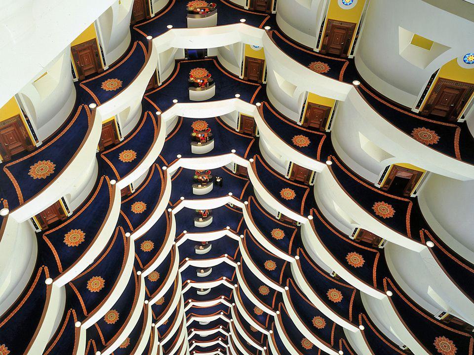 """Burdž al-Arab """"Věž Arabů Burdž al-Arab """"Věž Arabů Je luxusní hotel v Dubaji, druhém největším městě Spojených arabských emirátů."""