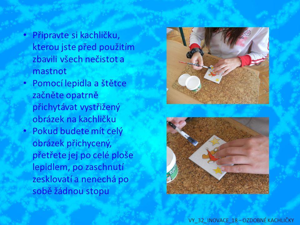 Připravte si kachličku, kterou jste před použitím zbavili všech nečistot a mastnot Pomocí lepidla a štětce začněte opatrně přichytávat vystřižený obrá