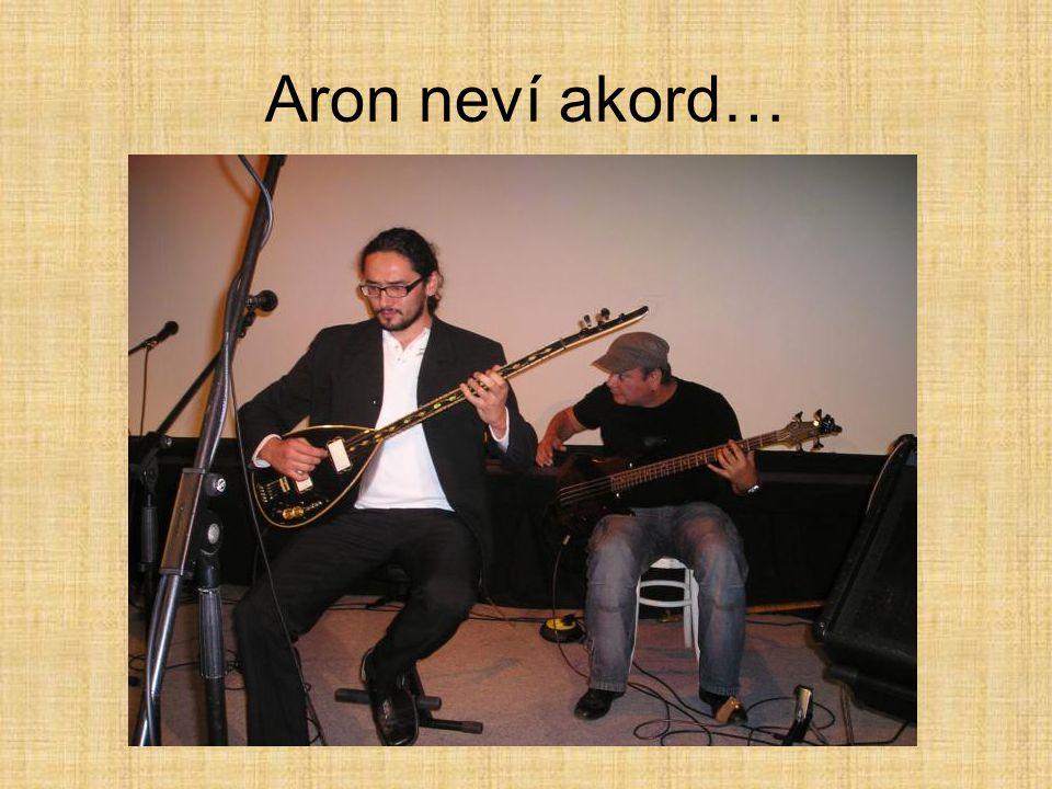 Aron neví akord…
