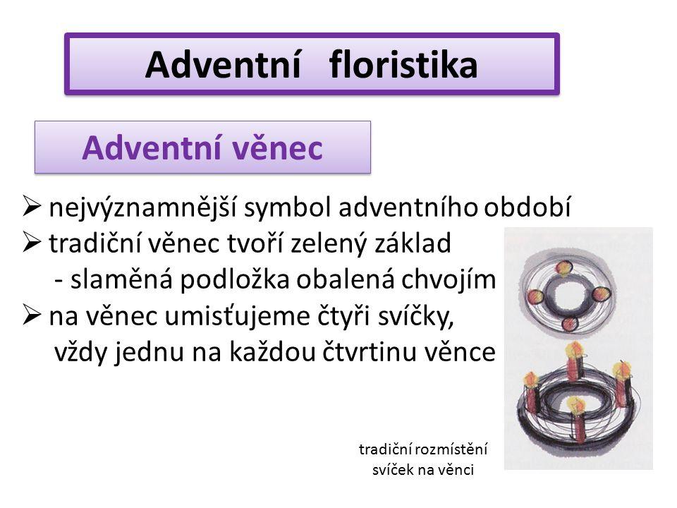 Adventní floristika  nejvýznamnější symbol adventního období  tradiční věnec tvoří zelený základ - slaměná podložka obalená chvojím  na věnec umisť