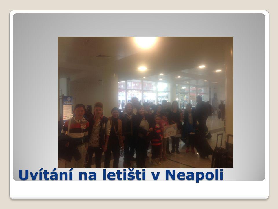 Uvítání na letišti v Neapoli