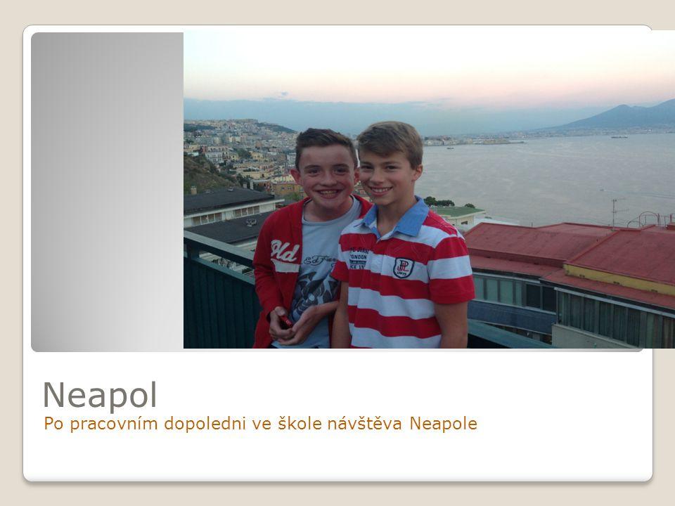 Neapol Po pracovním dopoledni ve škole návštěva Neapole