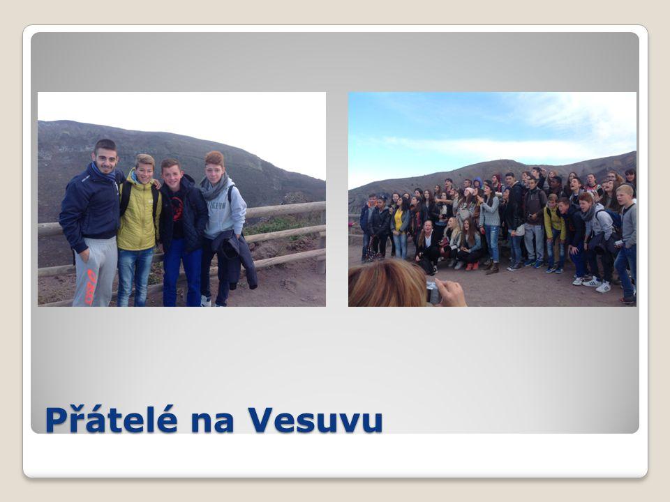 Přátelé na Vesuvu