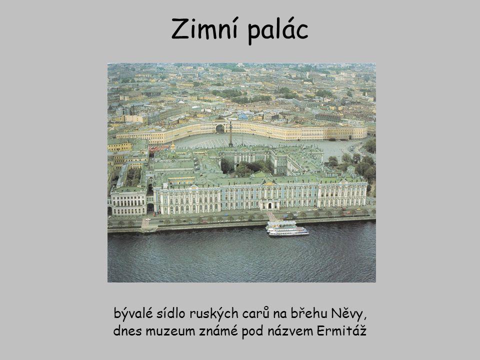 Zimní palác bývalé sídlo ruských carů na břehu Něvy, dnes muzeum známé pod názvem Ermitáž