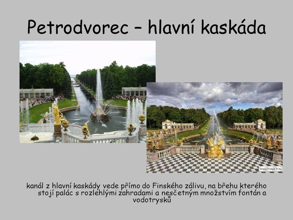 Petrodvorec – hlavní kaskáda kanál z hlavní kaskády vede přímo do Finského zálivu, na břehu kterého stojí palác s rozlehlými zahradami a nesčetným mno