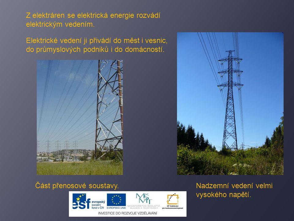 Z elektráren se elektrická energie rozvádí elektrickým vedením.