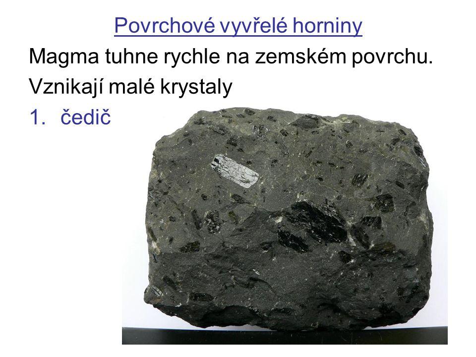Povrchové vyvřelé horniny Magma tuhne rychle na zemském povrchu. Vznikají malé krystaly 1.čedič