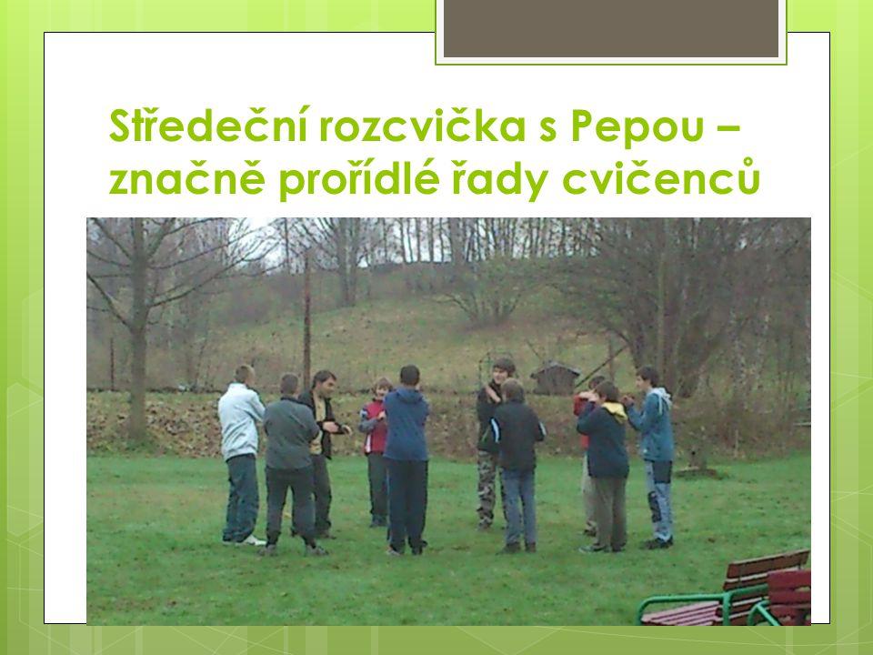 Středeční rozcvička s Pepou – značně prořídlé řady cvičenců