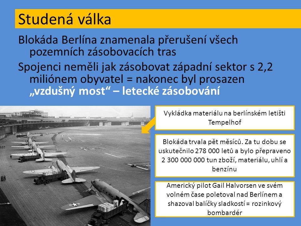 Blokáda Berlína znamenala přerušení všech pozemních zásobovacích tras Spojenci neměli jak zásobovat západní sektor s 2,2 miliónem obyvatel = nakonec b