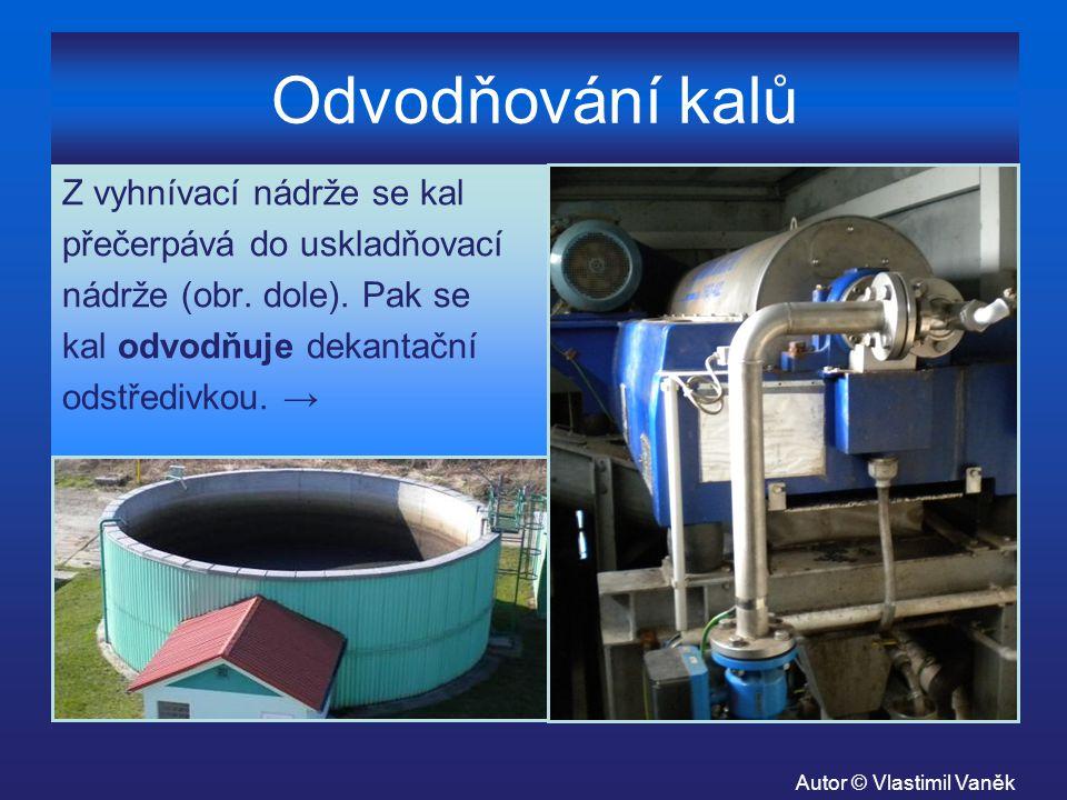 Odvodňování kalů Z vyhnívací nádrže se kal přečerpává do uskladňovací nádrže (obr. dole). Pak se kal odvodňuje dekantační odstředivkou. → Autor © Vlas
