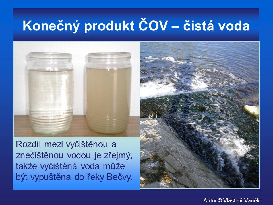 Konečný produkt ČOV – čistá voda Rozdíl mezi vyčištěnou a znečištěnou vodou je zřejmý, takže vyčištěná voda může být vypuštěna do řeky Bečvy. Autor ©