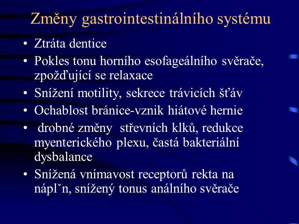 Změny gastrointestinálního systému Ztráta dentice Pokles tonu horního esofageálního svěrače, zpožďující se relaxace Snížení motility, sekrece trávicíc