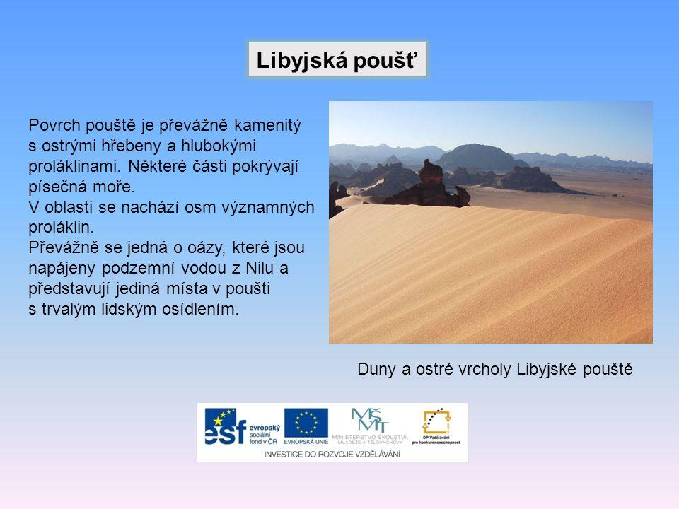Libyjská poušť Duny a ostré vrcholy Libyjské pouště Povrch pouště je převážně kamenitý s ostrými hřebeny a hlubokými proláklinami.